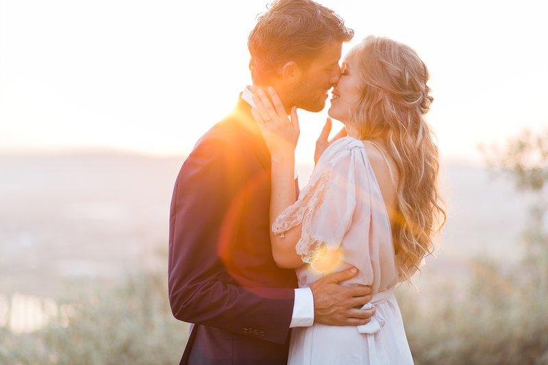 Bruidspaar bij golden hour - Fotograaf huwelijk - Elisabeth Van Lent Photography - House of Weddings