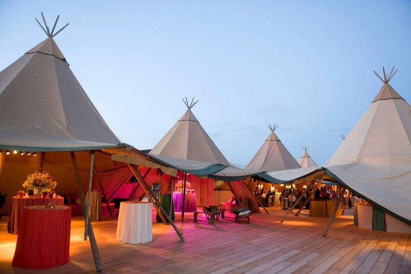Tipi-piramidetenten huwelijksfeest