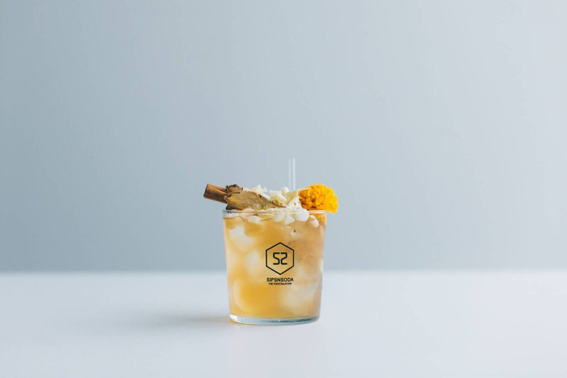 Gele mocktail met ananas, kokos, limoen en gember van sipsnsoda -  Nieuwe cocktails - House of Weddings