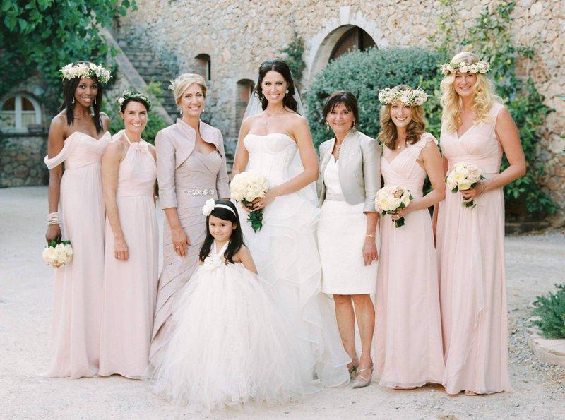 Bruid met (schoon)moeder en bruidsmeisjes - Gert Huygaerts - House of Weddings