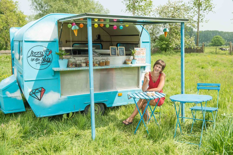 Lucy in the sky with diamonds. Foodtruck desserts: ijscoupes, taarten, cupcakes, fruitcreaties, smoothies en pannenkoeken.