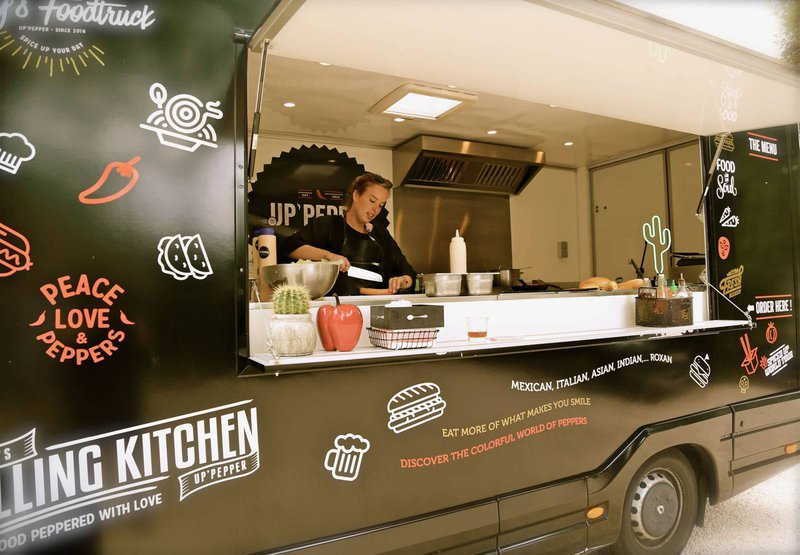 Up 'Pepper. Hippe foodtrucks met Italiaanse, Indische, Aziatische en vegetarische opties. Alles in verschillende maten van pikant met verscheidene pikante toppings. -House of Weddings