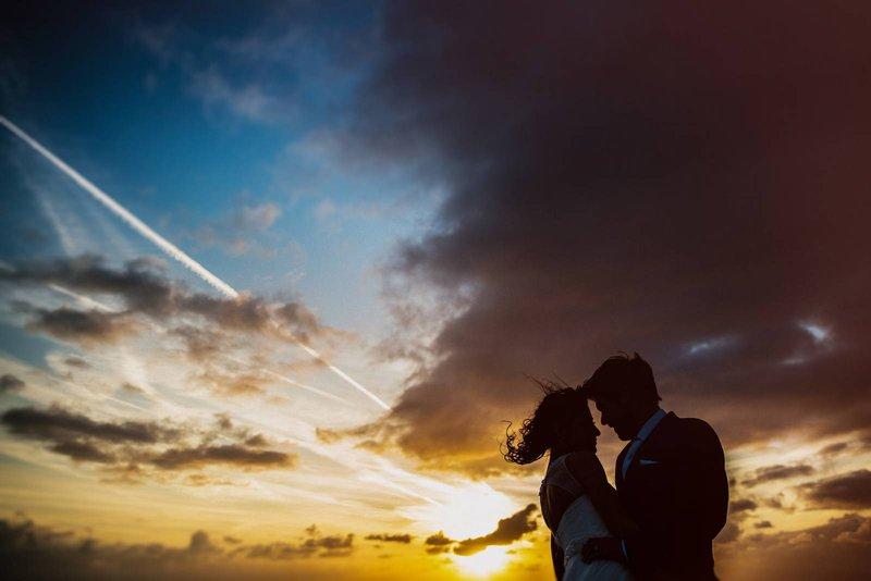 Bruidspaar bij blue hour - Philippe Swiggers - House of Weddings