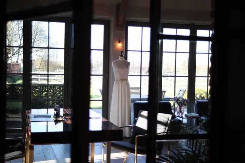 Atelier Eva Bos -  Trouwjurk - Bruidsjurk - Trouwkleed Kopen - House of Weddings