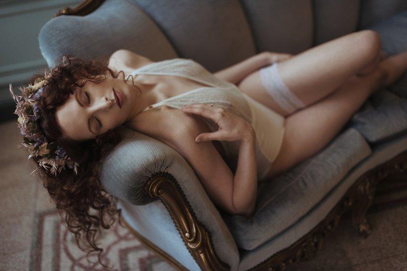 5 tips voor een geslaagde bridal boudoir shoot Fotografe: Love Tales by Elvire - House of Weddings