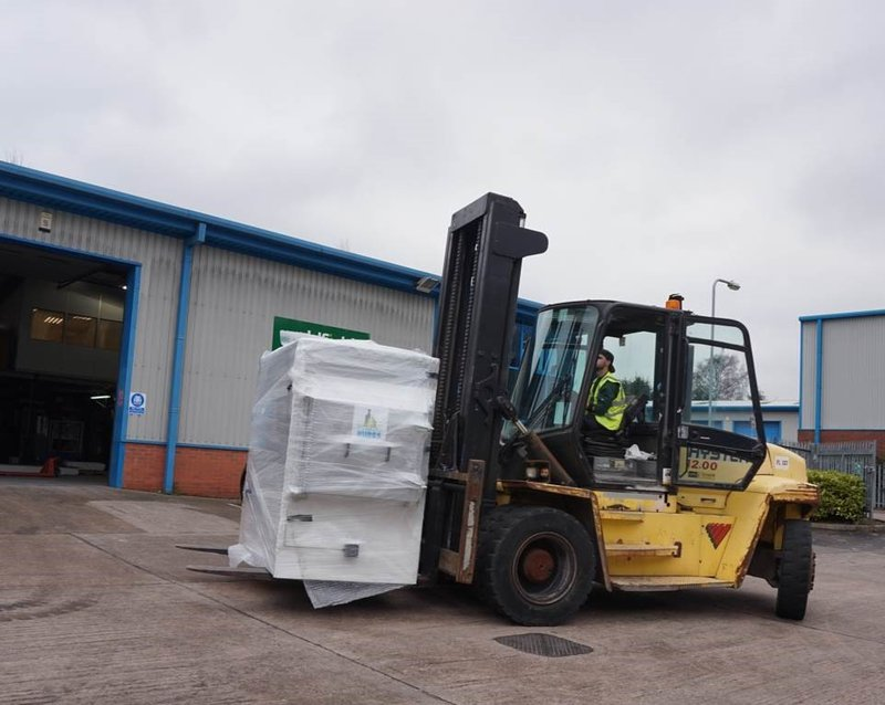 Using forklift truck to position PET 200