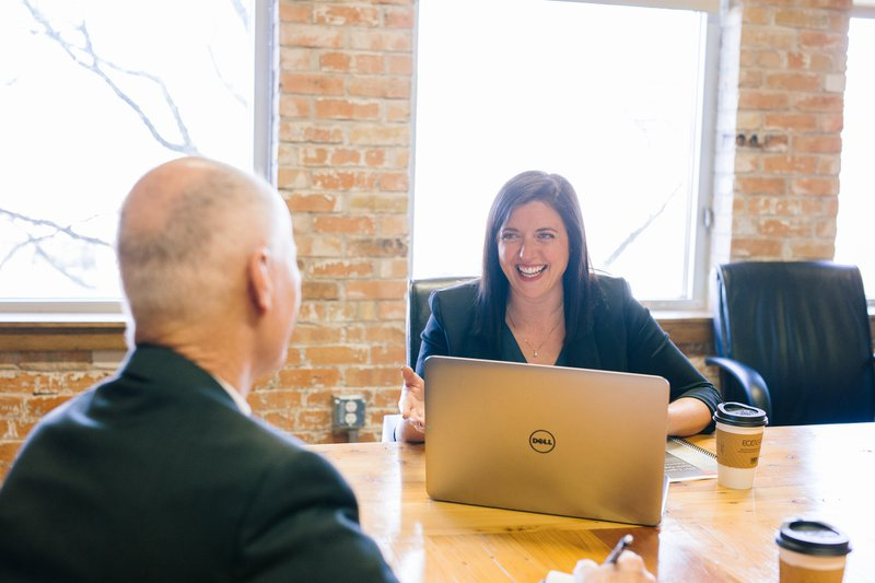 Die bav - Direktversicherung ist ein durch den Staat gefördertes Altersvorsorgeprodukt, dass ein Arbeitgeber für seine Arbeitnehmer abschließt.