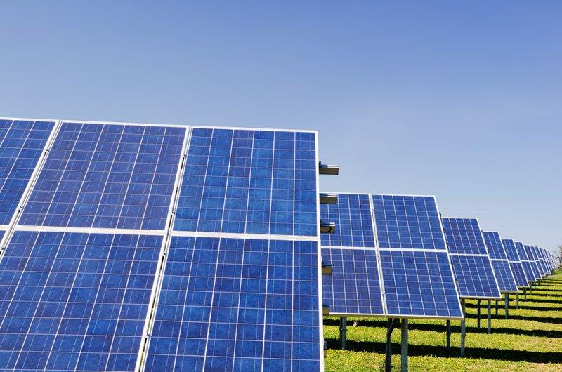"""Fotovoltaikanlagenversicherung - Schutz für Ihr Kraftwerk – Sicherung Ihrer Rendite! Die Fotovoltaikanlage - Das Kraftwerk, das sich umweltschonend """"selbstfinanziert"""" und Sie unabhängiger von den großen Stromanbietern macht. Diese sensible Technik, ist zwangsweise auch den unschönen Seiten der Natur – wie z.B. Stürmen und Hagel – ausgeliefert. Auch Bedienungsfehler, Ungeschicklichkeit, Diebstahl oder Vandalismus können dazu führen, dass Ihre geplanten Einnahmen schnell einbrechen. Zusammen mit den aufzubringenden Reparaturkosten verschiebt sich die berechnete Rentabilität der Anlage auf unbestimmte Zeit und wird eventuell nie erreicht."""