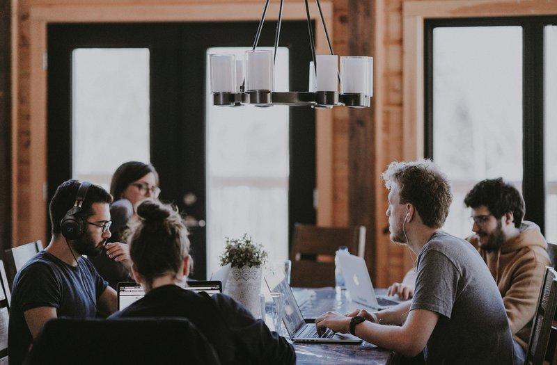 Gruppen-Unfallversicherung - Damit alle geschützt sind  Qualifizierte und motivierte Mitarbeiter sind die Basis für den geschäftlichen Erfolg Ihrer Firma. Mit einer betrieblichen Gruppen-Unfallversicherung erhöhen Sie Ihre Attraktivität als Arbeitgeber und schützen sich und Ihre Mitarbeiter vor den wirtschaftlichen Folgen eines Unfalls. Und das zu besonders attraktiven Konditionen.