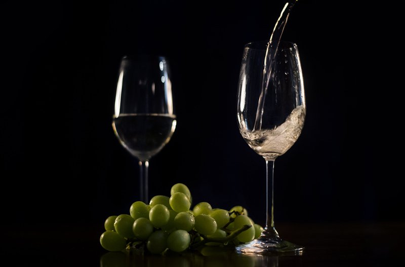 Pic of two wine glasses for article discussing different types of wine