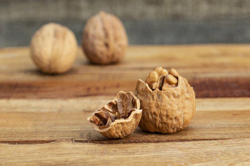 are walnuts healthy?