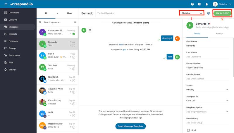 Esta es una captura de pantalla que muestra cómo utilizar Respond.io con la integración de WhatsApp para la asistencia. Puede utilizar herramientas como Asignación de contactos (1) y Marcar como hecho (2).