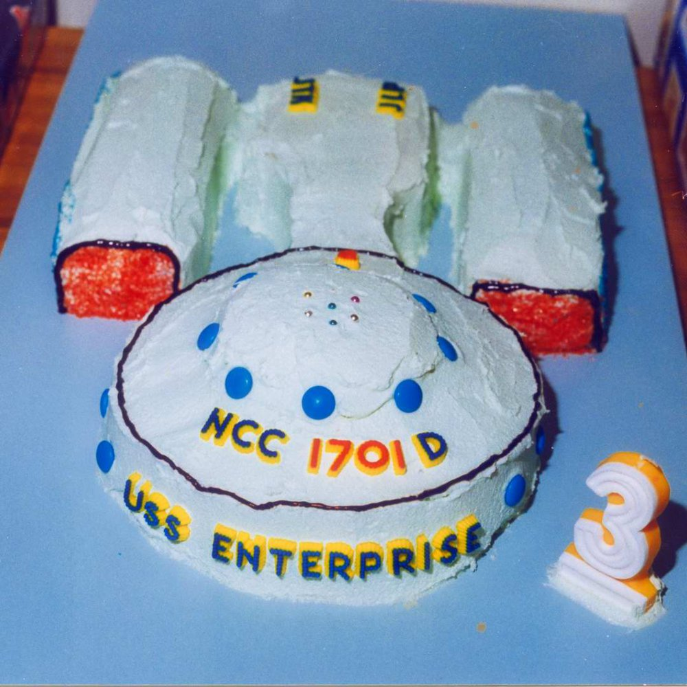 To Boldy Go where no cake has been before... Stephen attempts stellar cake decoration!
