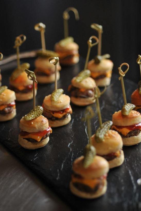 eten en drinken op een bruiloft: finger food