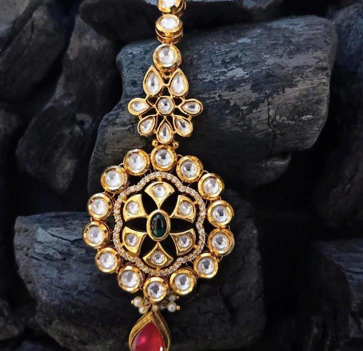 Fashion earrings - Maang Tikkas