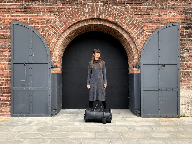 Black-dyed leather bag
