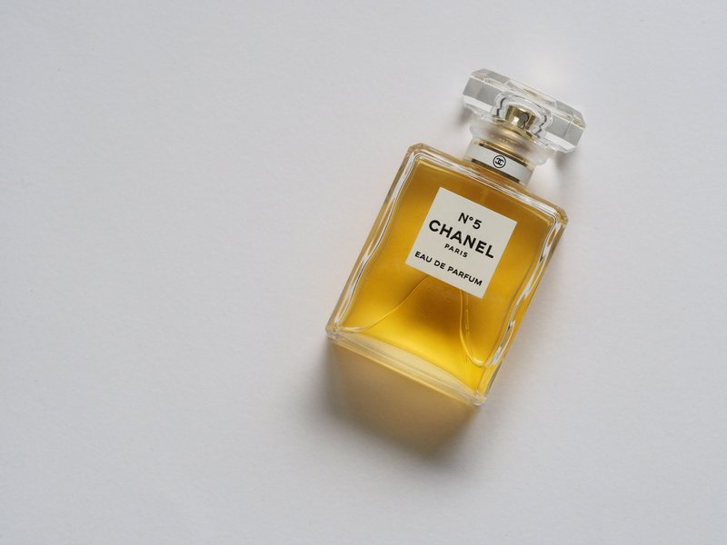 Chanel No5 is een synthetisch parfum