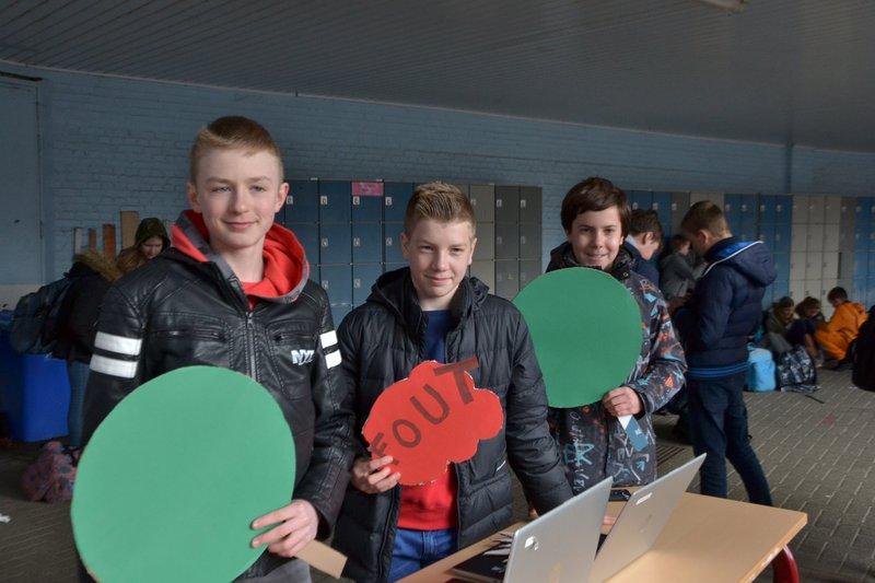 Leerlingen van het tweede middelbaar in OLVP Bornem organiseren heel wat klimaatacties op dikke truiendag.