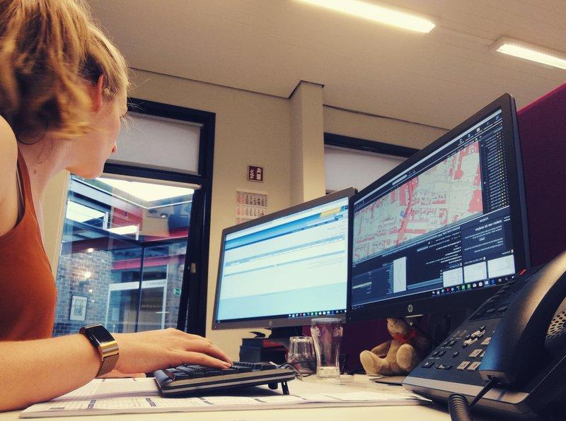 Sigrid Palmers, deskundige Omgeving bij IGEMO, aan het werk in Puurs-Sint-Amands.