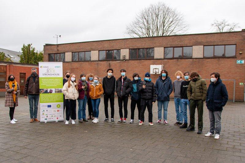 Leerlingen van het LAB Onderwijs samen met Schepen Raf De Blaiser