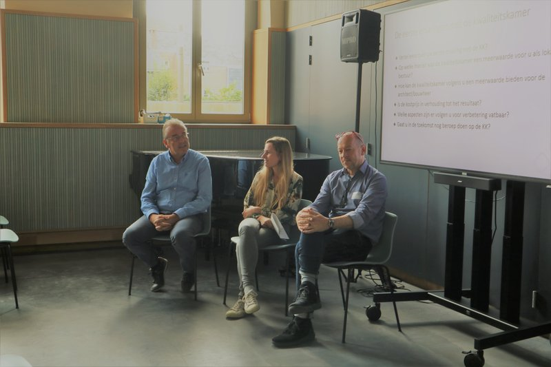Walter Horemans, Hanna Van Steenkiste en Bart Verheyen delen hun eerste ervaringen met de kwaliteitskamer.