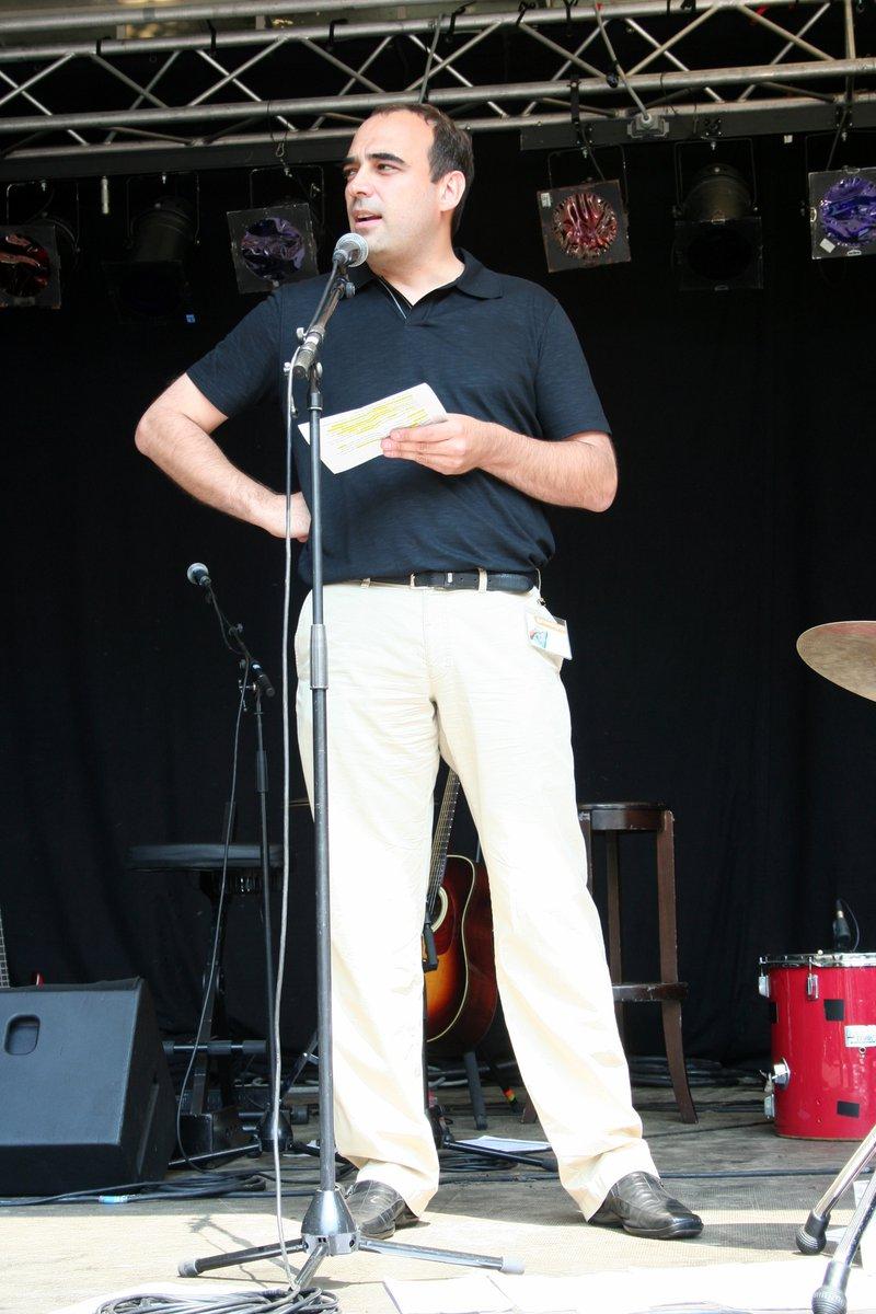 Peter De Bruyne, algemeen directeur van IGEMO, geeft een speech tijdens een afvalarme picknick
