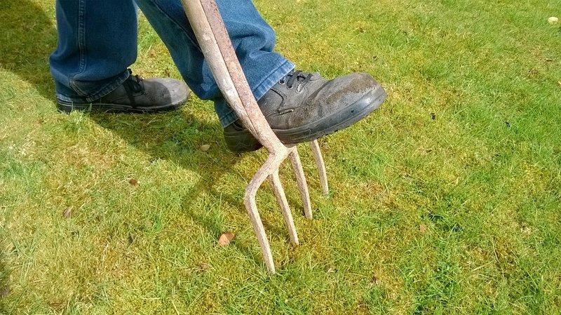 Wijk-werkers in regio Rivierenland die aan tuinonderhoud doen, zijn vanaf nu beter uitgerust.
