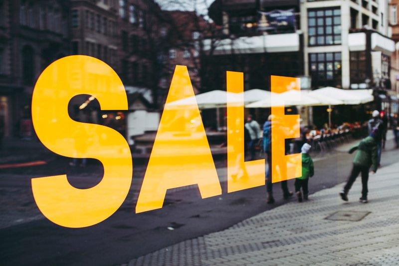 SALE – fashion victim consumershopping black friday