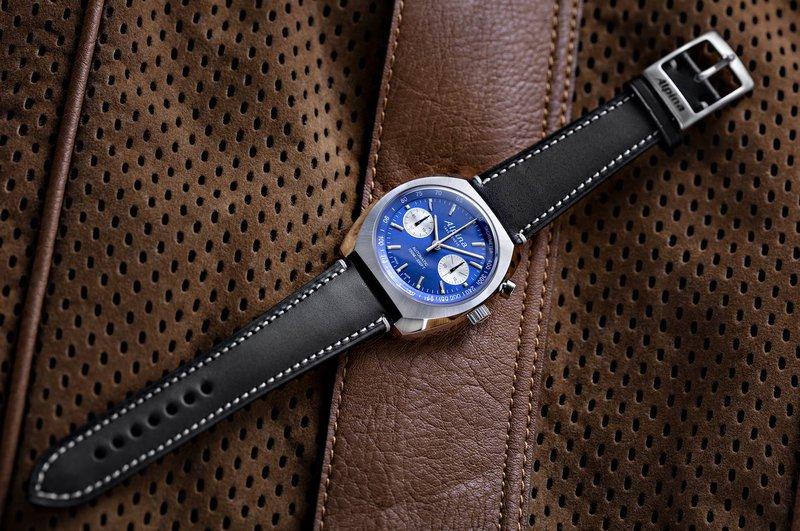 Alpina horloges: Alpina Startimer Pilot Heritage Chronograaf: blauwe wijzerplaat, zilveren kast, zwarte horlogeband