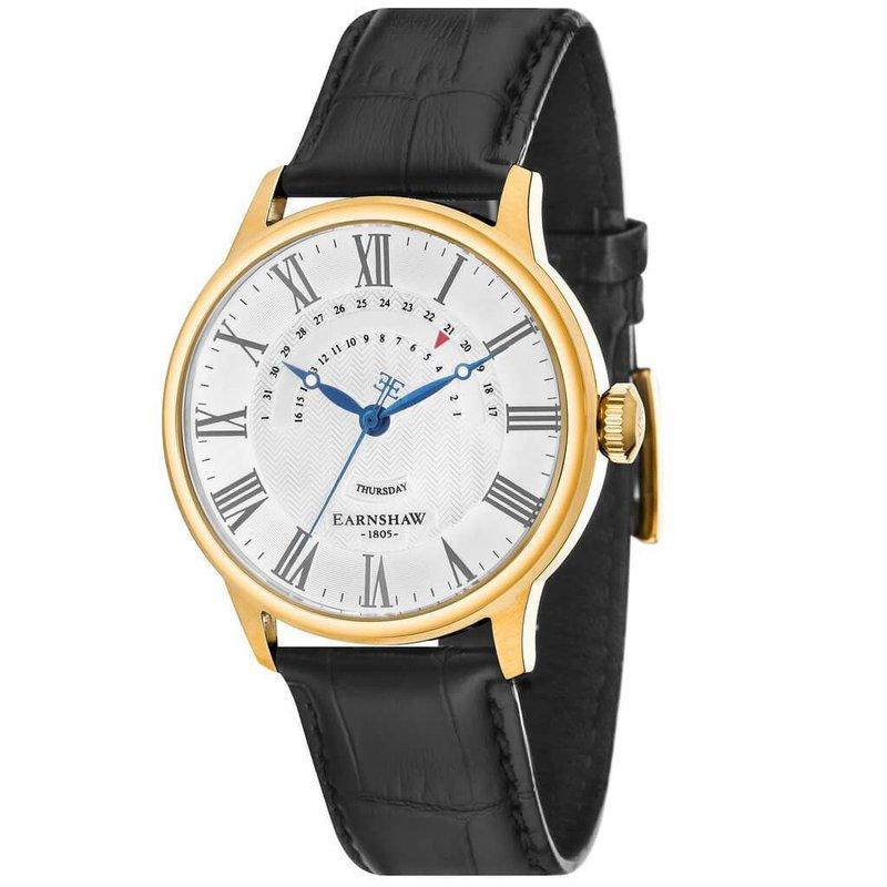 Earnshaw 1805 gouden herenhorloge met een zwart leren band en een witte wijzerplaat. Dit herenhorloge heeft een klassiek design door middel van de vintage wijzers en de Romeinse cijfers in de wijzerplaat. De combinatie van sportiviteit en vintage maakt het horloge geschikt voor iedere gelegenheid.