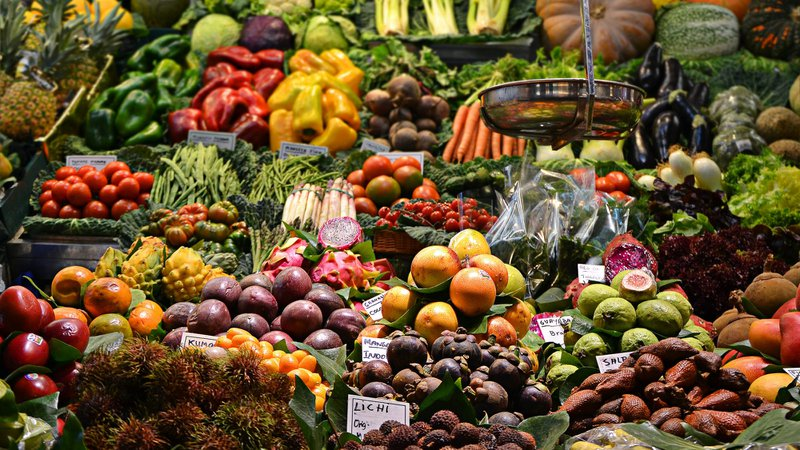 fresh food in grocery store