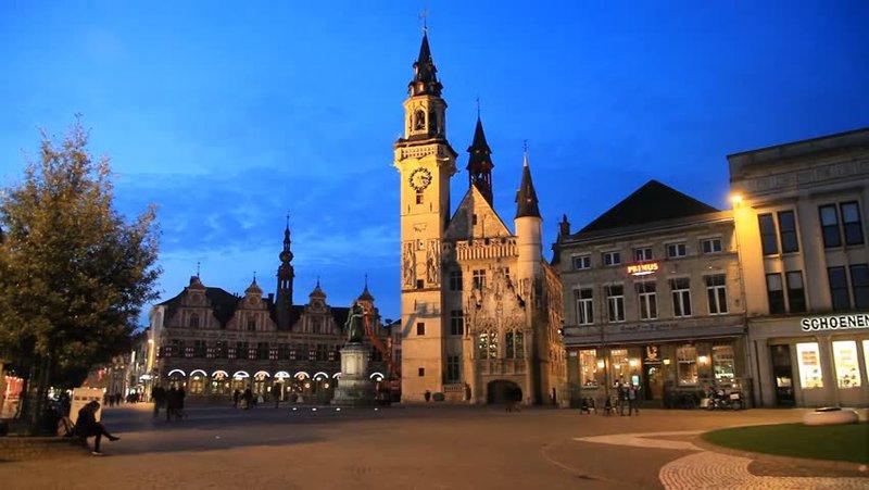 Grote Markt met historisch Belfort te Aalst
