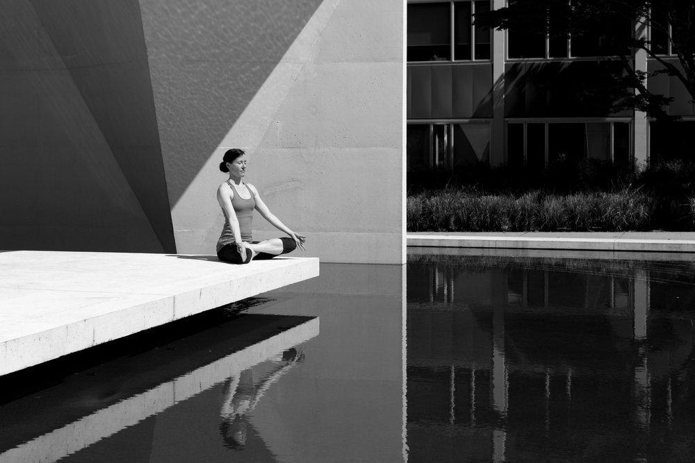 Minder stress door yoga op het werk - Konvert