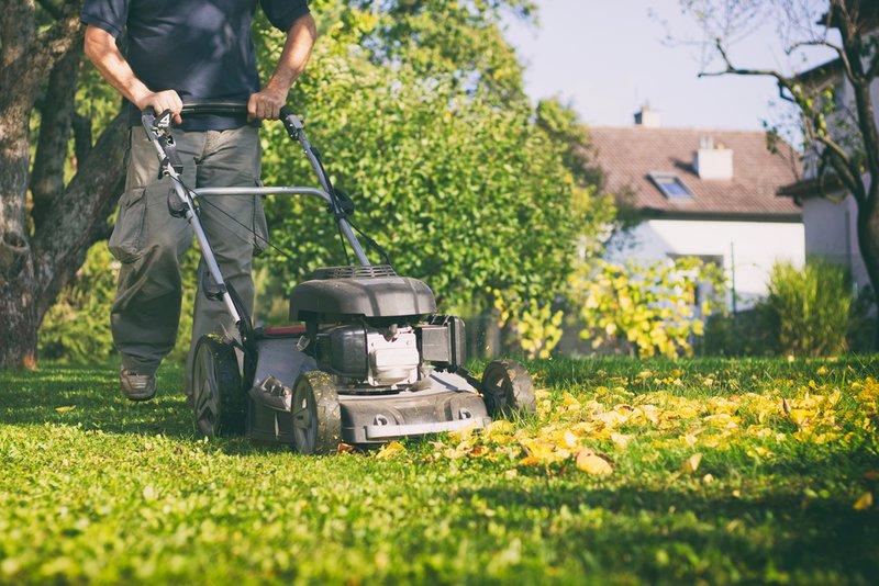Tondre des pelouses comme activité complémentaire - Konvert