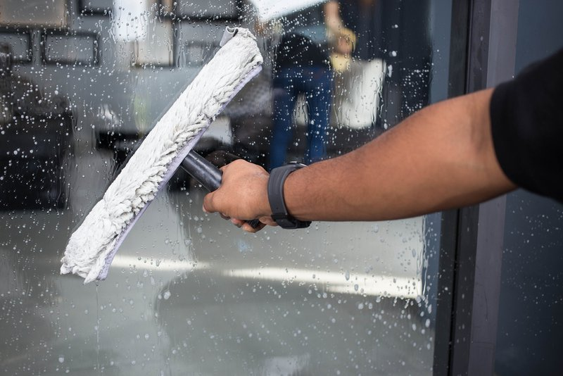 Laver les vitres comme travail d'appoint - Konvert