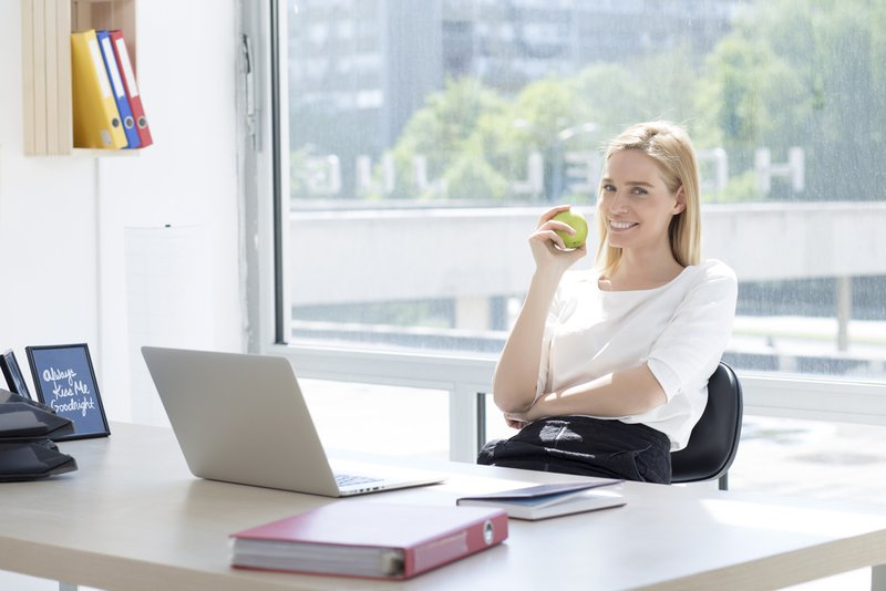 Fruit eten is gezond op kantoor | Konvert