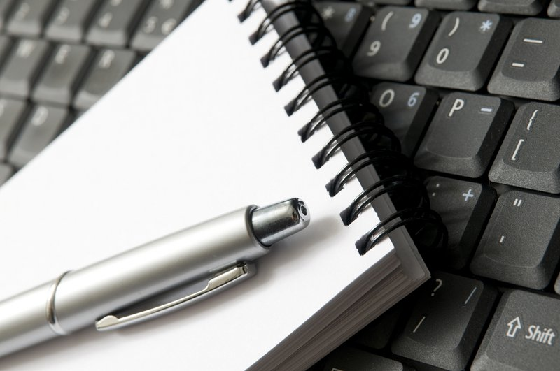 Une page blanche sur le clavier - Konvert