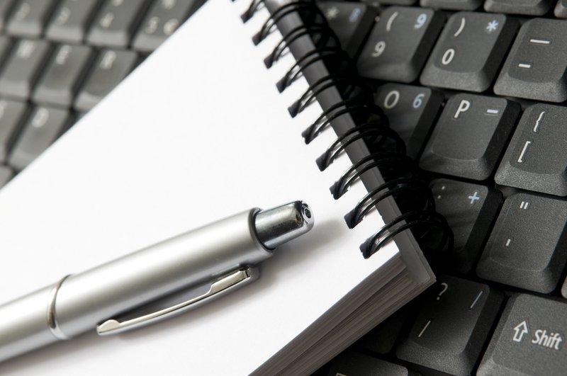 Lege motivatiebrief op toetsenbord - Konvert