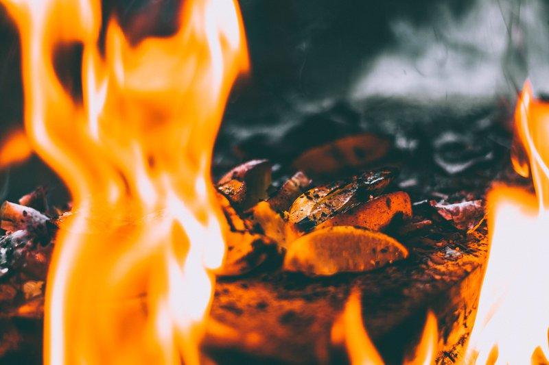 lamb potjiekos recipe_burning coals