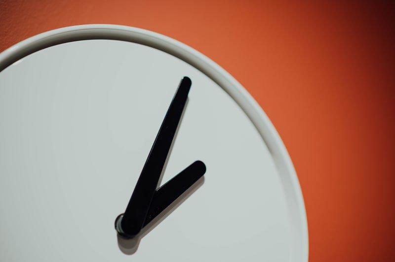 éviter le travail à l'heure