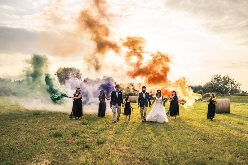 professional wedding photographer - wedding party with artistic smoke