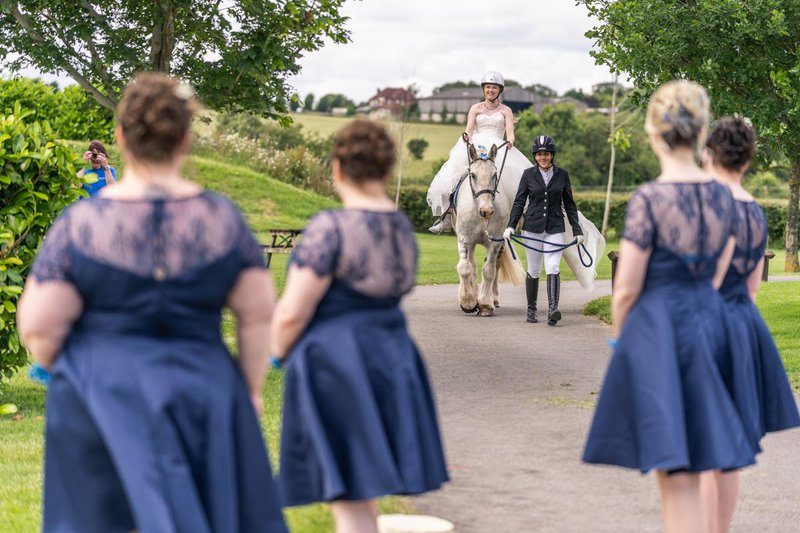 wedding photos - bride on horse