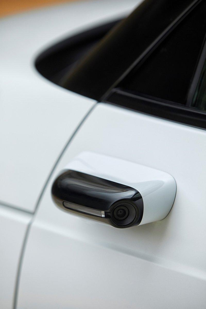 Honda e livrée avec caméras/rétros livrées en série!