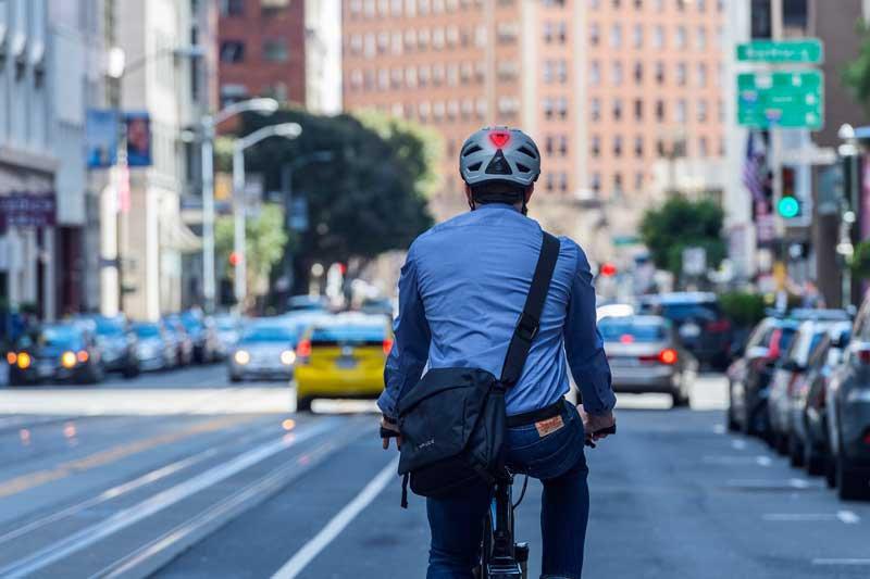 fietsen met een helm is verstandig