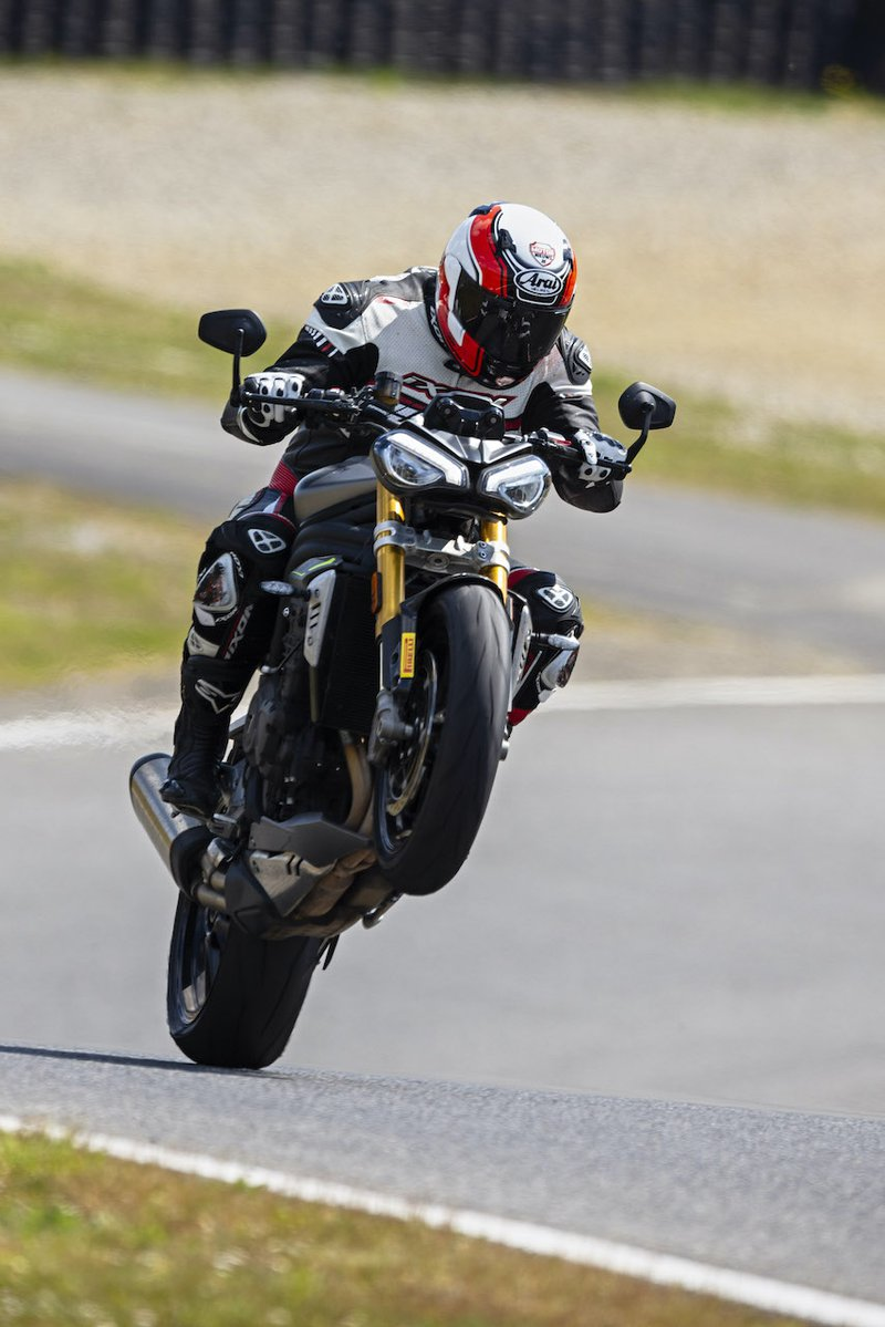Triumph Speed Triple RS wheelie