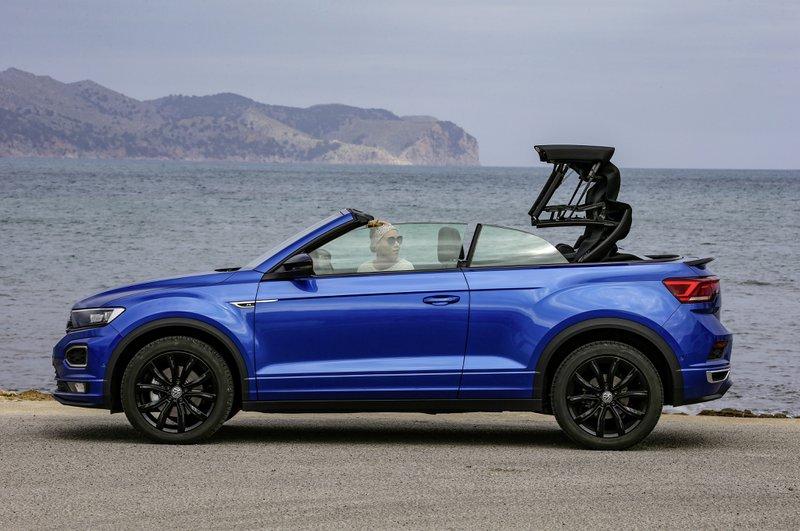 VW T-Roc cabrio manoeuvres de la capote en 9 secondes!