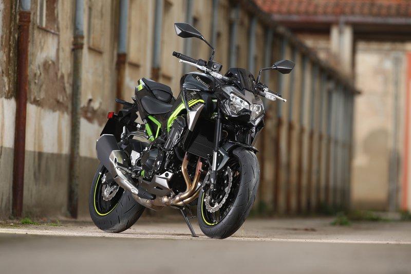 Kawasaki Z900 moto
