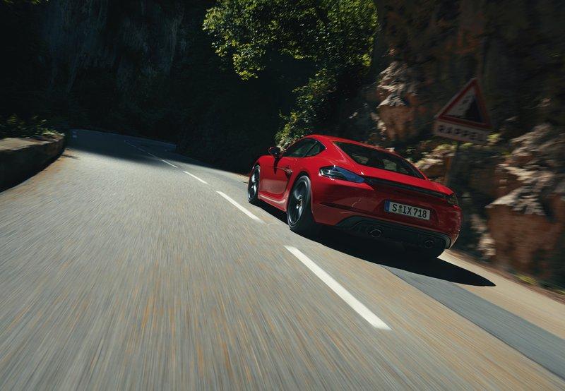 Porsche 718 GTS 4.0 sur la route