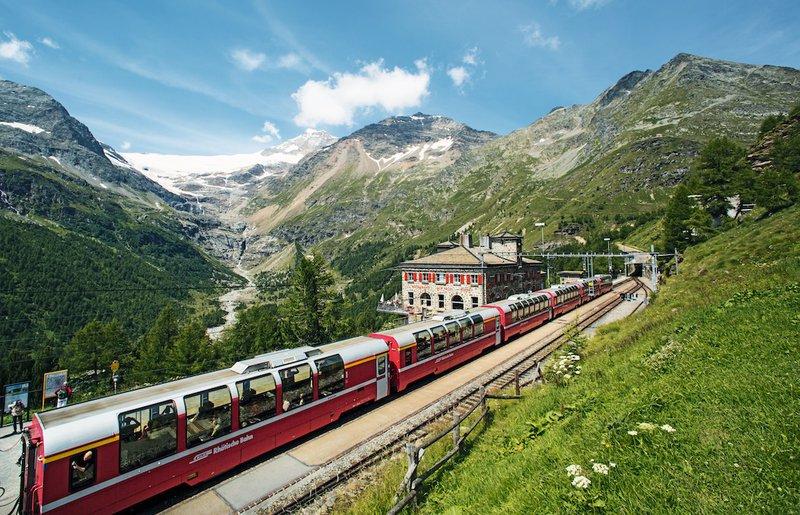 Suisse train panoramique Bernina Express