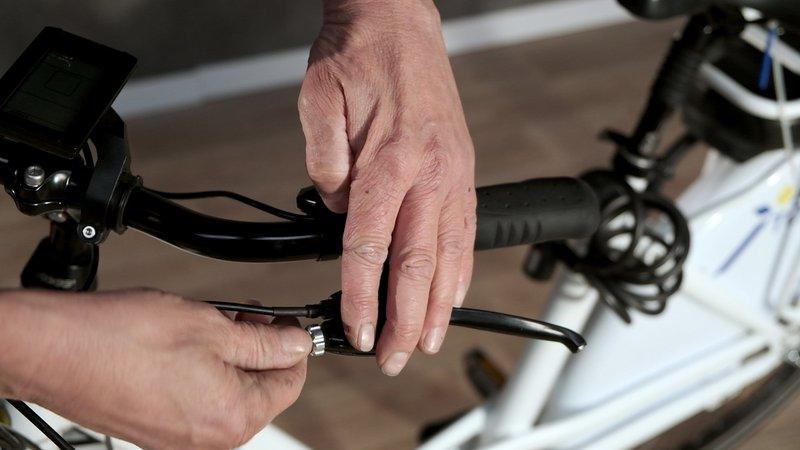 Régler les freins en vérifiant la distance de réglage